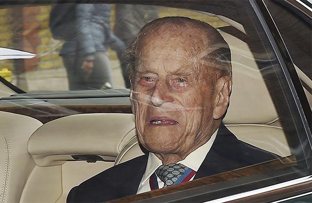 Felipe de Edimburgo, esposo de la reina Isabel, es hospitalizado