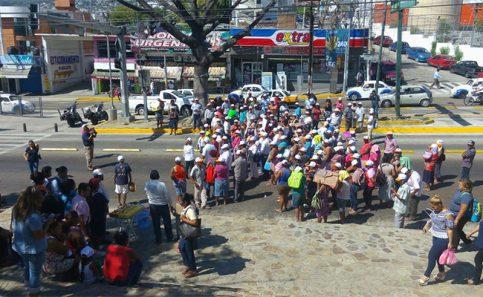 Mujeres productoras realizan bloqueos en Acapulco