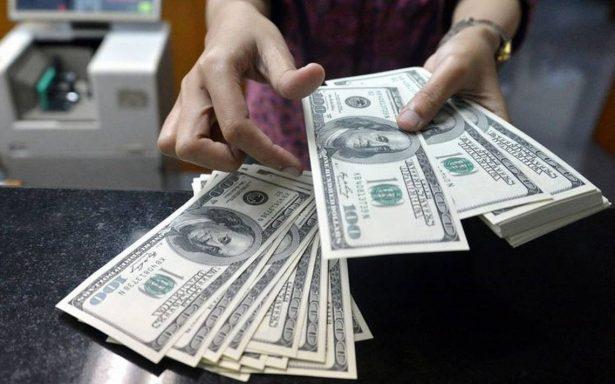 Dólar se vende hasta en 19.05 pesos en bancos de la capital mexicana