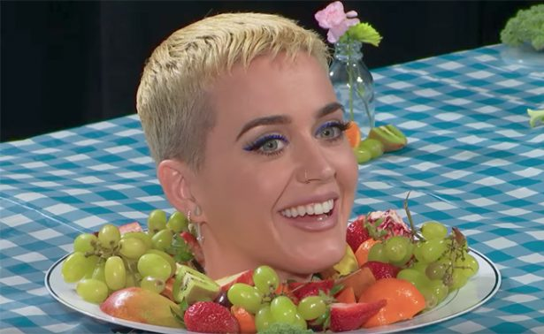 Katy Perry le juega broma a visitantes del Museo Whitney