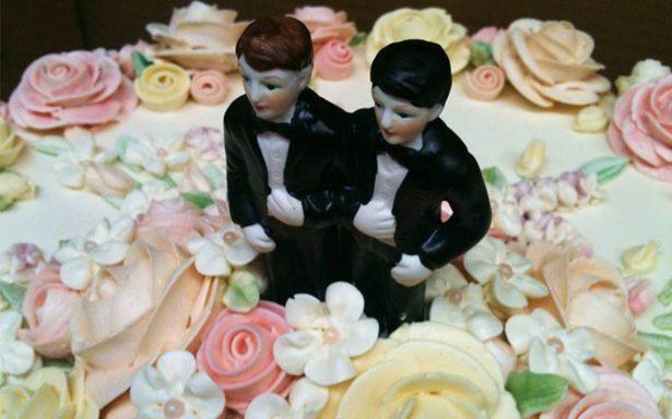 ¡Homosexuales no! Repostero les niega pastel de boda a pareja gay