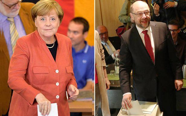 Arrancan elecciones en Alemania: poniendo el ejemplo, Merkel y Schulz emiten su voto en las urnas