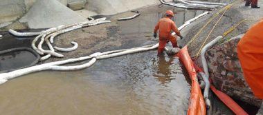 Refinería de Pemex afectada por lluvias ahora registra fuga de combustóleo