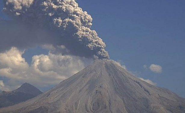 Volcán de Colima emite exhalación de 1.8 kilómetros