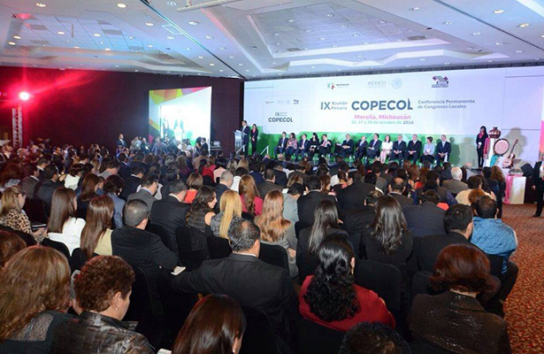 Osorio Chong se reúne con 400 legisladores del país