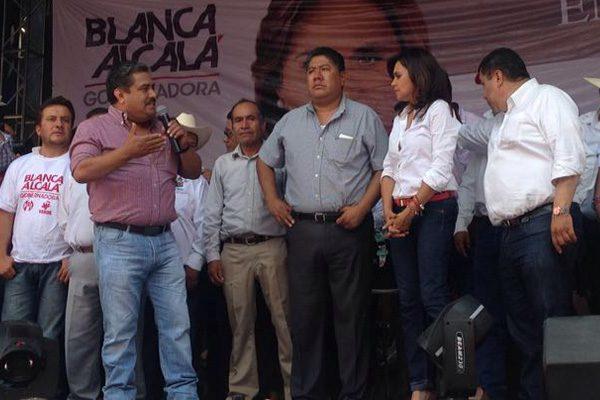 Alcalá ofrece gobierno de tiempo completo en Ajalpan