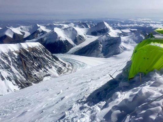 Aldo Valencia a punto de escalar el Everest