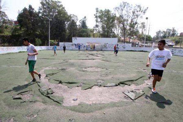 Exigen ciudadanos mejorar las condiciones de la cancha de La Margarita