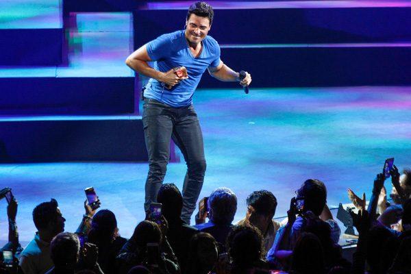 Chayanne cumple en #Puebla con espectacular show, deleita a miles de fans