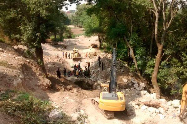 Fallecen dos trabajadores al inhalar gas metano en obras de drenaje