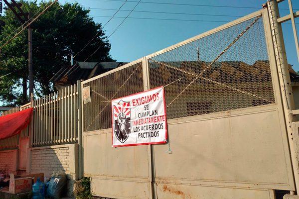 Cumplen 10 días de paro trabajadores electricistas sindicalizados