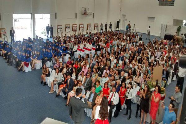 Se gradúan estudiantes de preparatoria del colegio Humboldt