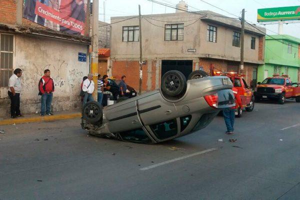 Chofer huye tras accidente