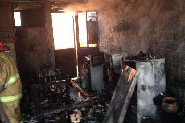 """Moviliza incendio de """"bodega con  combustible"""" a cuerpos de rescate"""