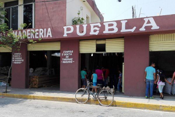 Intentan linchar a tres ladrones que agredieron a una mujer en Tehuacán