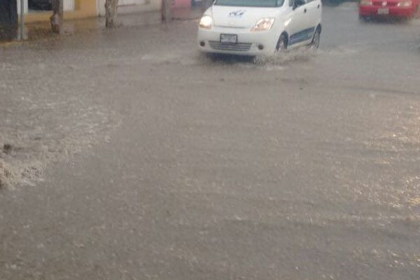 Fuerte aguacero en Tehuacán deja calles inundadas