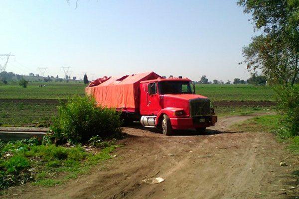 En Texmelucan aseguran camión con 30 mil litros de combustible ilícito