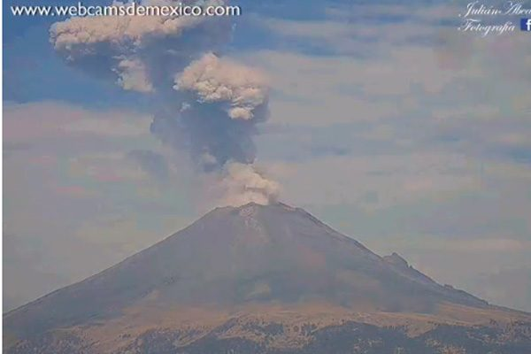 Emitió fumarola este sábado el volcán Popocatépetl
