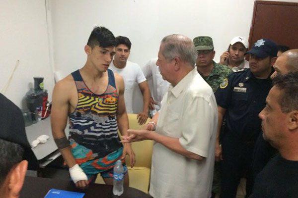 Rescatan al futbolista Alan Pulido, es llevado a un hospital para su revisión