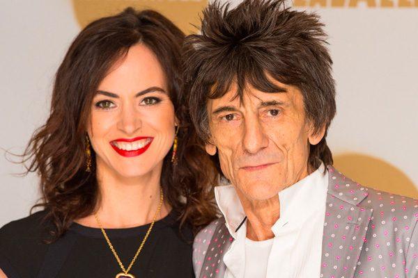 ¡Viejos los cerros!, Ronnie Wood de los Rolling Stones es padre de gemelas a los 68 años