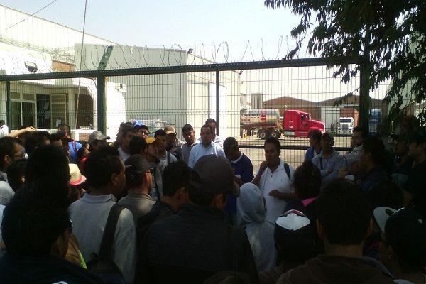 Conflicto sindical provoca paro en empresa de Huejotzingo