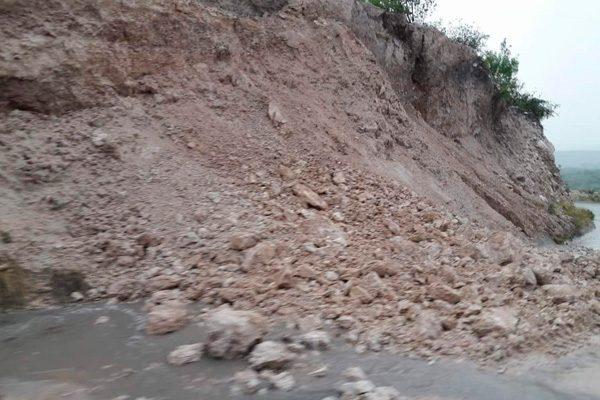 Intensas lluvias provocan desgajamiento sobre libramiento a Tepexi