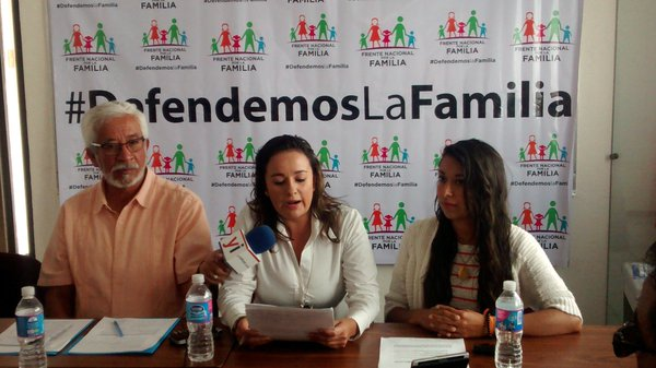 Rechazan padres de familia matrimonio igualitario