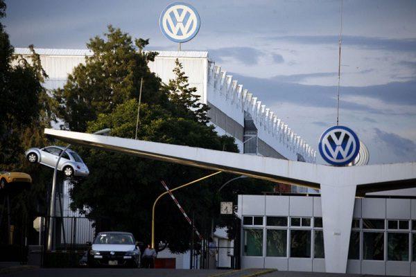 Acecha ajuste laboral sobre Volkswagen