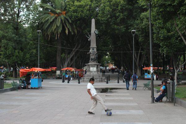 Descartan parques para reubicar a informales