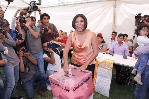 Intimidación y compra de votos denuncia Roxana Luna