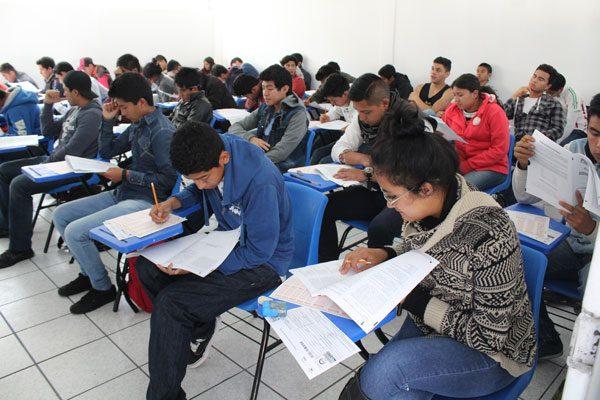 Presentan jóvenes examen para ingresar a la BUAP en San José Chiapa