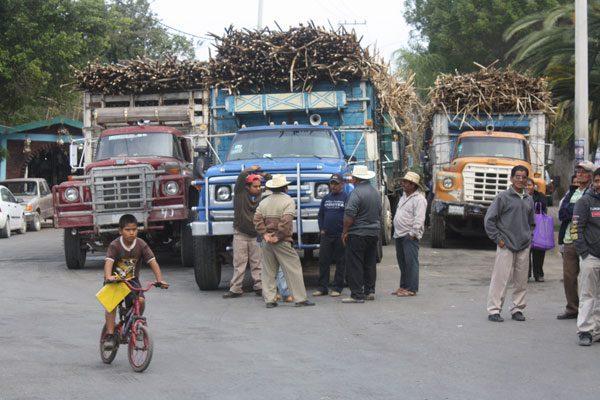 Pese a deuda cañeros confían mejorar producción en Calipan