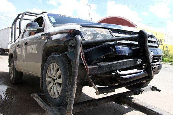 Choca patrulla contra auto donde viajaba mujer embarazada
