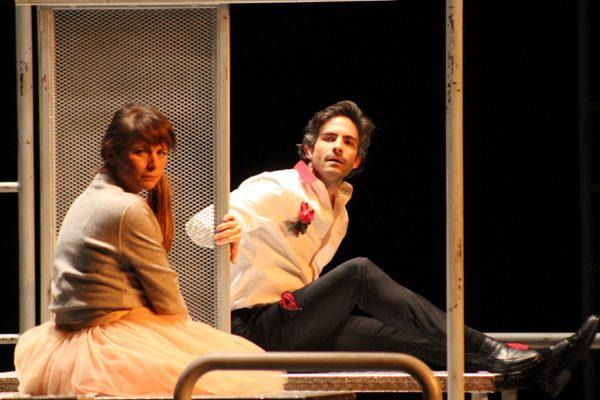 """Poblanos disfrutan y aplauden la obra de teatro """"Duele"""""""