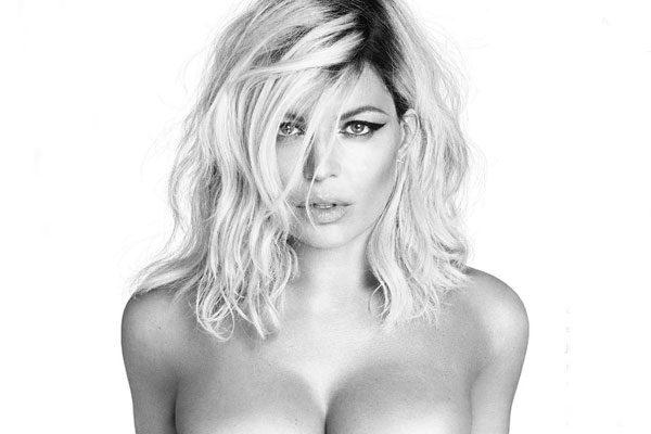 Fergie comparte foto en topless
