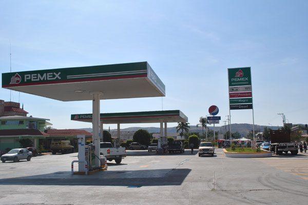 Llegan oaxaqueños por gasolina a la mixteca poblana