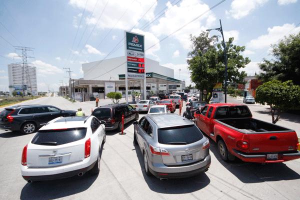Sufren gasolineras poblanas por crisis en Oaxaca