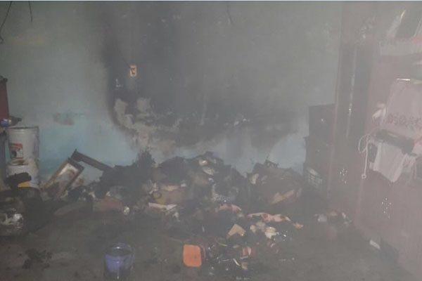 Incendio consume una vivienda en San Juan Tejaluca, Atlixco