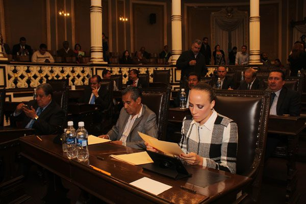 Entrega Moreno Valle cuenta pública 2015 al Congreso