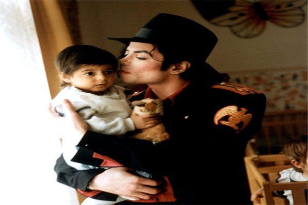 Michael Jackson ocultó pornografía infantil