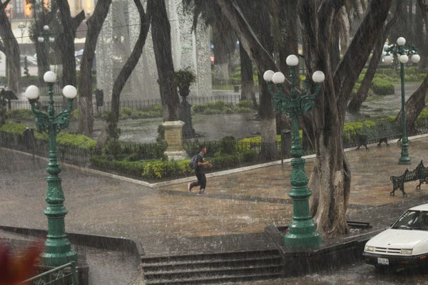 Pronostica SMN lluvias fuertes para este fin de semana en el centro del país