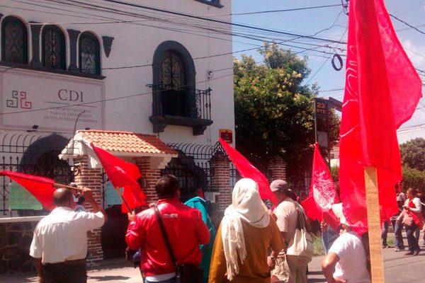 Antorchistas provocan caos vial en calles de la capital poblana
