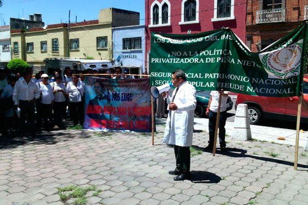 Médicos poblanos se unen a paro nacional, rechazan Sistema Universal de Salud