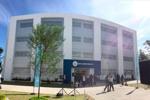 Inauguran Moreno Valle y Esparza Ortiz, edificio Multilaboratorios 6