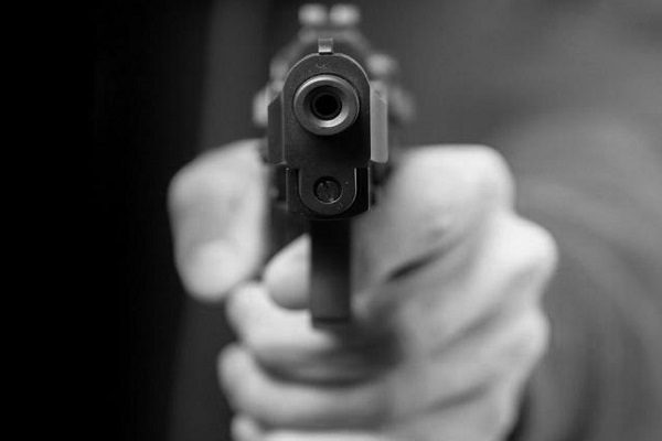 Intentó matar a balazos a padre de su ex esposa