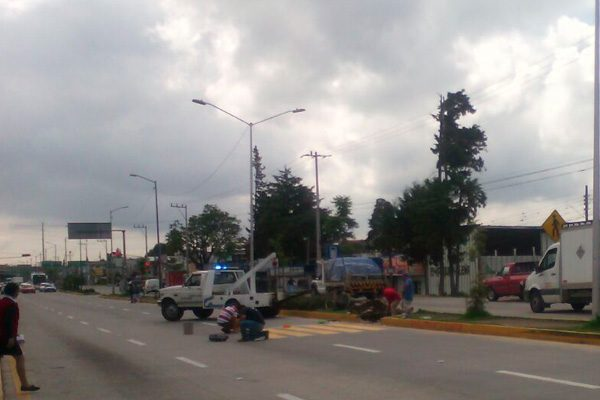 Ponen semáforo en el lugar donde atropellaron a niñas el viernes