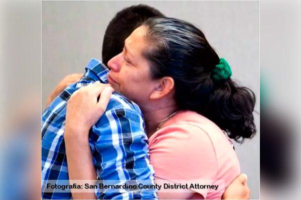Reúnen a madre e hijo luego de estar 21 años separados