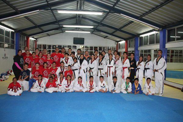 Taekwondoines poblanos se foguean con puertorriqueños