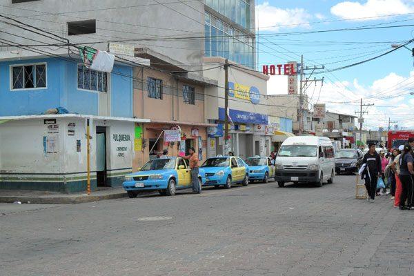 Por inseguridad, suspenden servicio de taxis por las tardes en Grajales