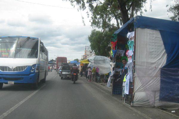 Tianguistas continúan vendiendo en martes en Texmelucan